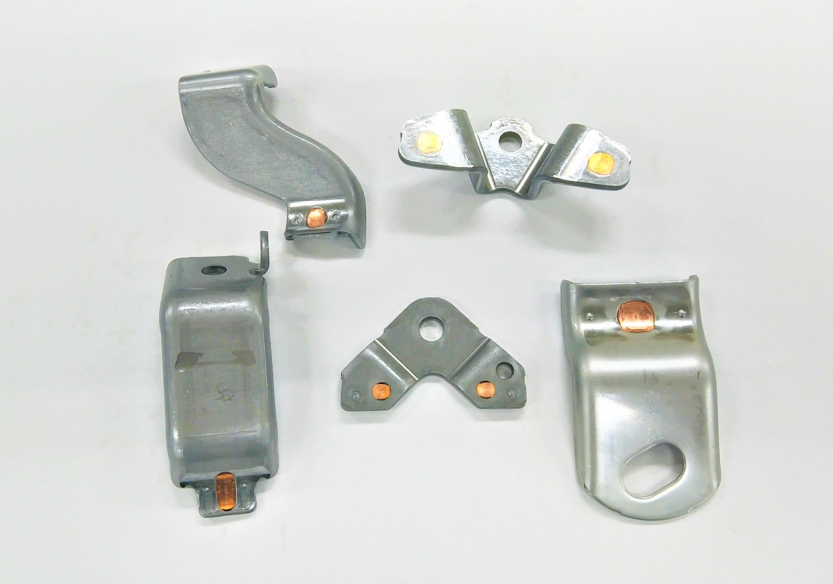 ブレージング用ロウ材(銅)のプレス工程内自動埋め込み技術